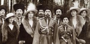 Nicolau II e família entre cossacos